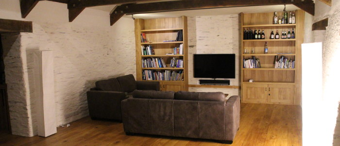 Dining room tv 700x300 trenedden barn for Rooms to go tv package 2015